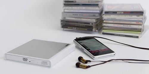 日本 Logitec 推出手機專用的外置式音樂 CD Rip 碟 Drive