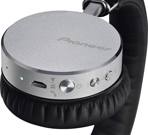 Pioneer 最新推出立體聲藍牙耳機「SE-MJ561BT」