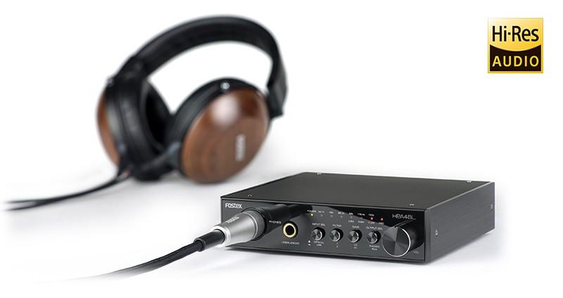 耳機放大+ USB DAC 肯定是近年最火紅的音響產品,而將兩者功能合而為一,兼且小巧製品更成為大潮流,由於這個新興市場極具潛力,各大廠商紛紛投入資源開發。這次產品線極之豐富,由專業到民用製品皆有涉獵的日本廠商FOSTEX,宣布於 2016 年一月中旬,推出具耳機放大 / USB DAC 功能的全新產品 HP-A4BL,價格約為 48 000 日圓(不含稅)。