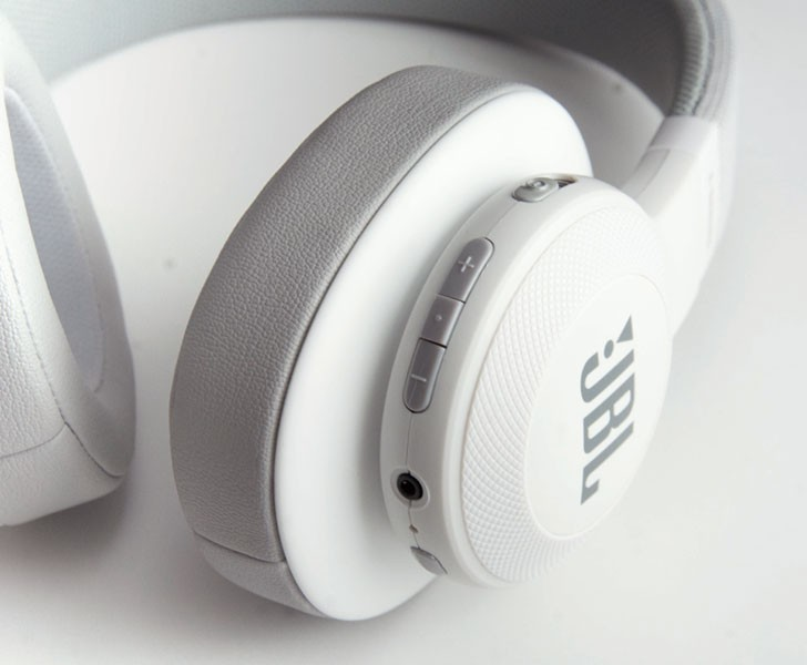 JBL 推出全新 E-SERIES 系列 E55BT 無線藍牙耳機