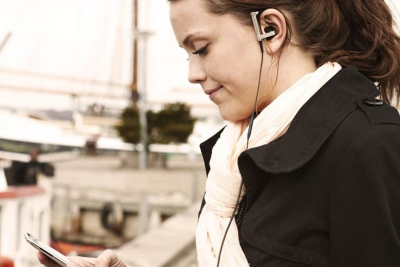 經典復刻,B&O Play 推出 2018 年無線藍牙版本的 Earset 耳機