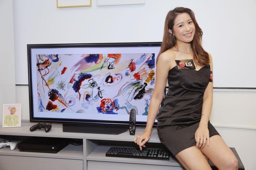 LG 48 吋 OLED TV 以震撼價港幣 $15,980 元接受預售