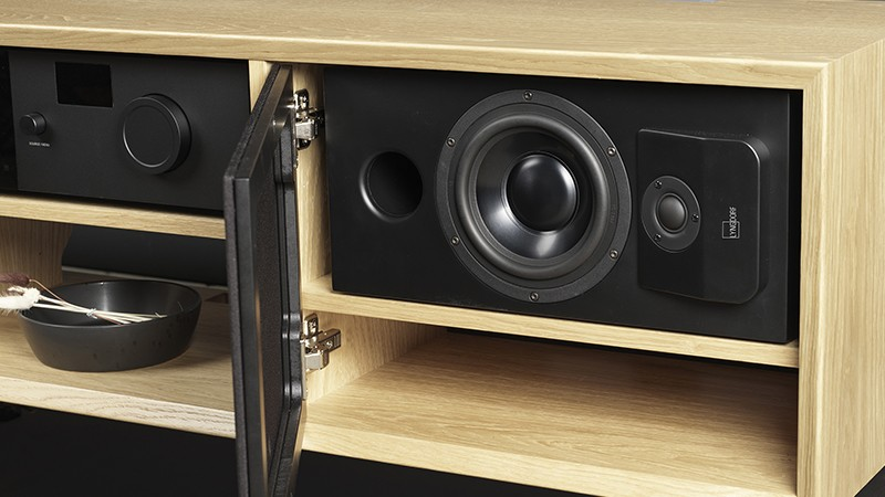 融入家居,Lyngdorf 推出全新入櫃式設計喇叭 CS-1