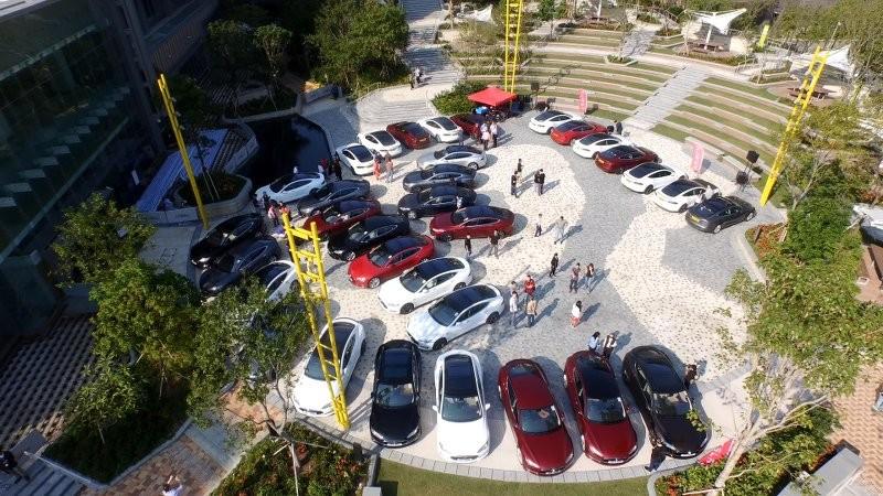 超過 30 架 Tesla Model S 齊集科學園 · 見證本港電動車數目急增