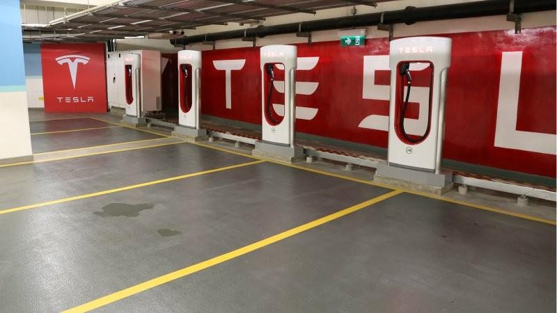 Tesla 全新數碼港 Supercharger 充電站正式投入服務
