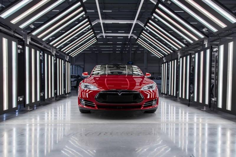 Tesla 荷蘭蒂爾堡車廠正式啟用