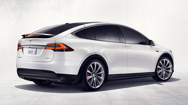 Tesla Model X 正式推出