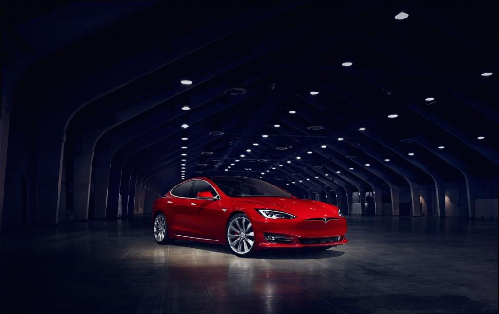 Tesla 更新 Model S