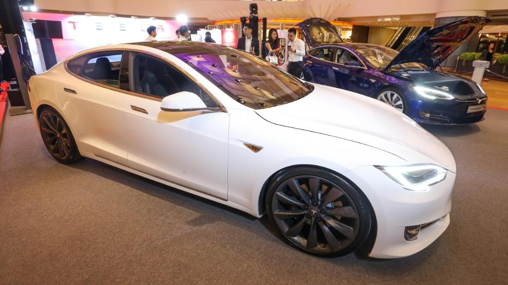 Tesla 更新版本 Model S 正式抵港