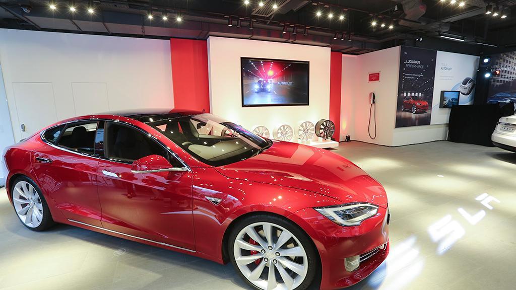 Tesla全新灣仔零售店設有Design Studio,讓顧客設計他們的Tesla。