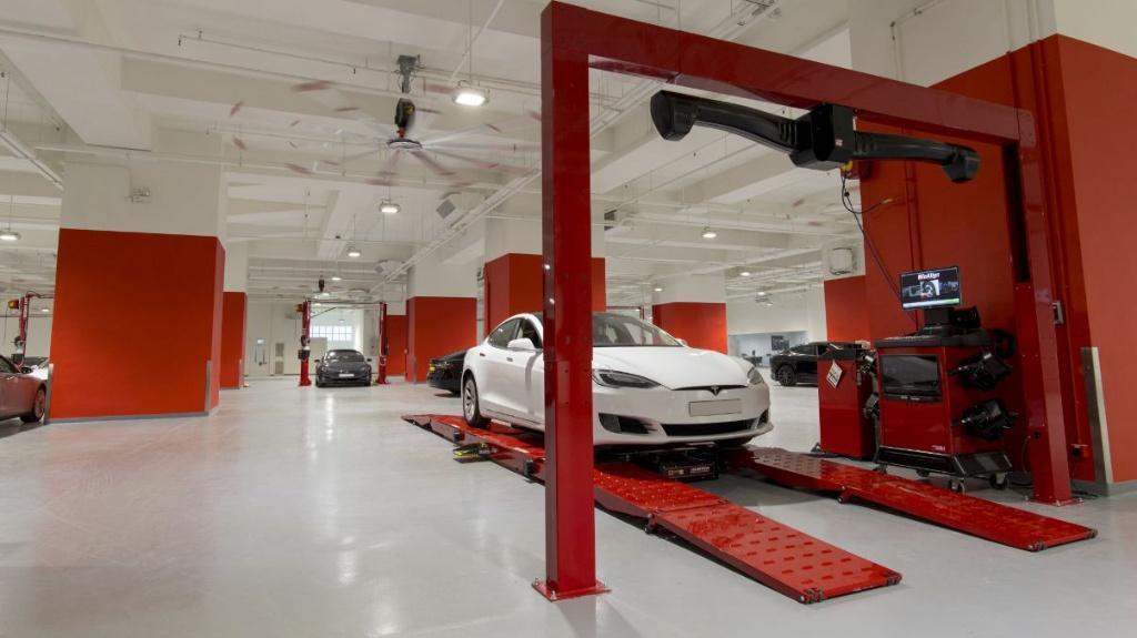 Tesla 在香港開設全球最大服務中心