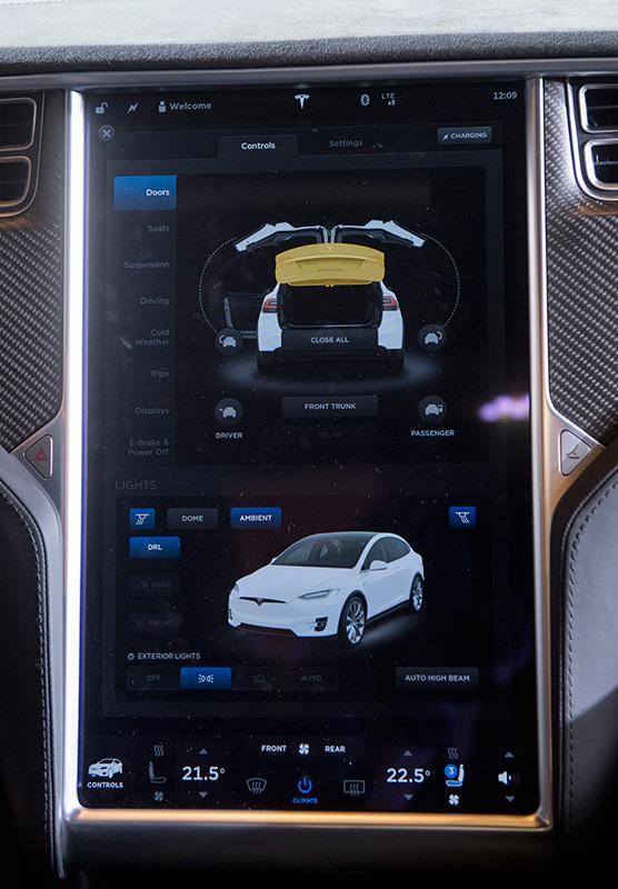 Tesla Model X 正式抵港