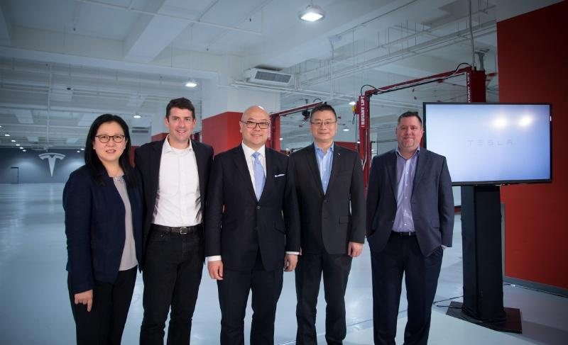 Tesla 慶祝香港全新服務中心開幕