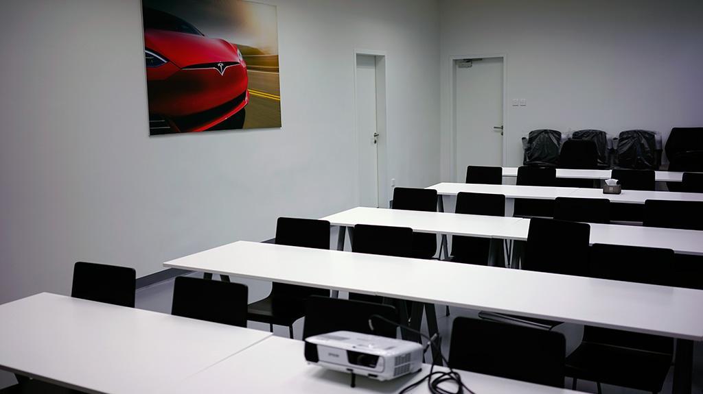 Tesla 香港全新服務中心