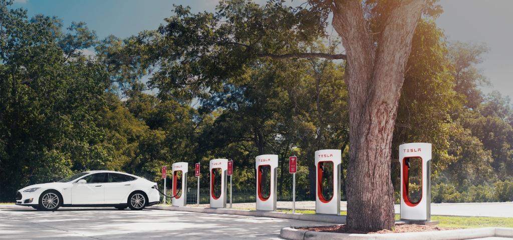 Tesla 為未來構建 Supercharger 超級充電網絡
