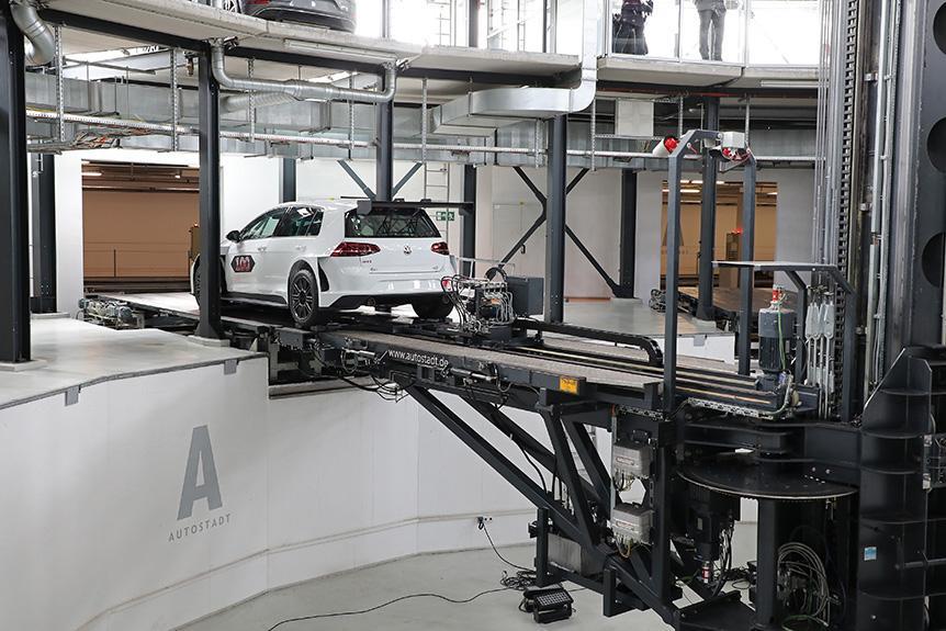 Volkswagen 第一百輛 Golf GTI TCR 於 Autostadt 交付客戶