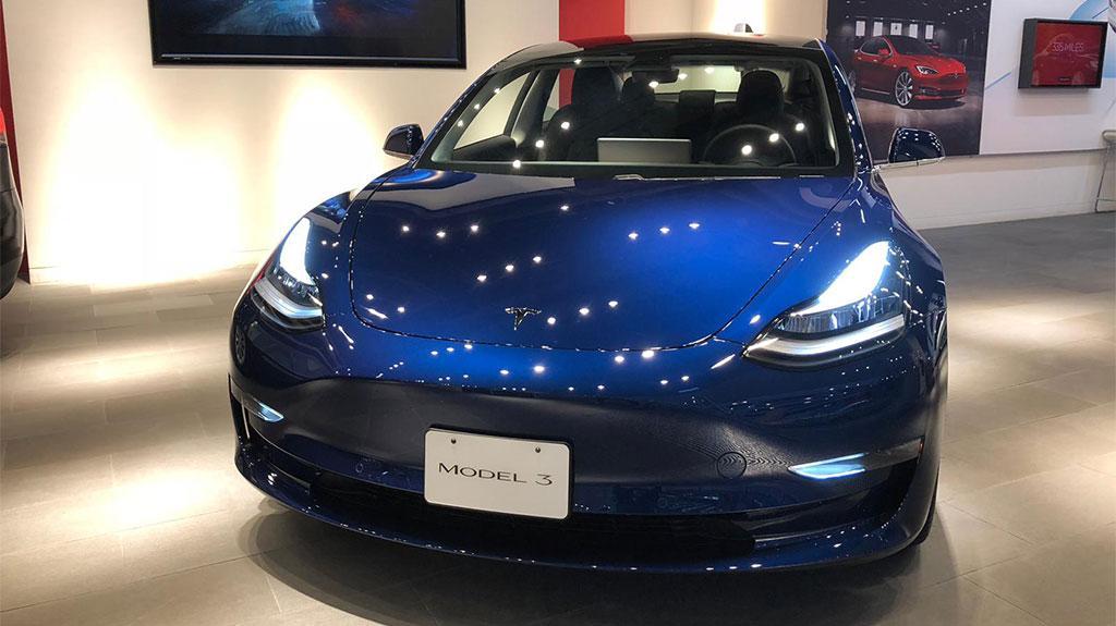 Tesla 灣仔 QRE 零售店正式公開預展 Model 3